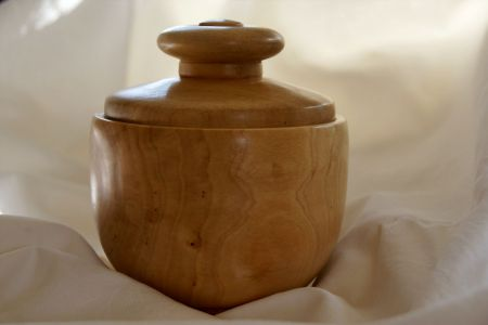 Wooden bowl with lid made of birch